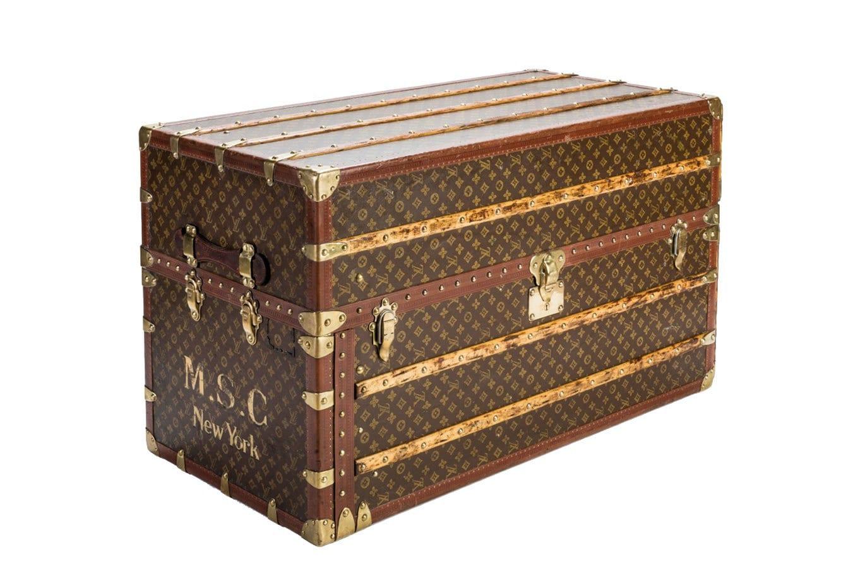 3c0cfdc602cc Der Louis Vuitton Überseekoffer ist auch als Wohnaccessoire ein  stilsicherer Wert. ADAM setzt das seltene Fundstück mal als Bar